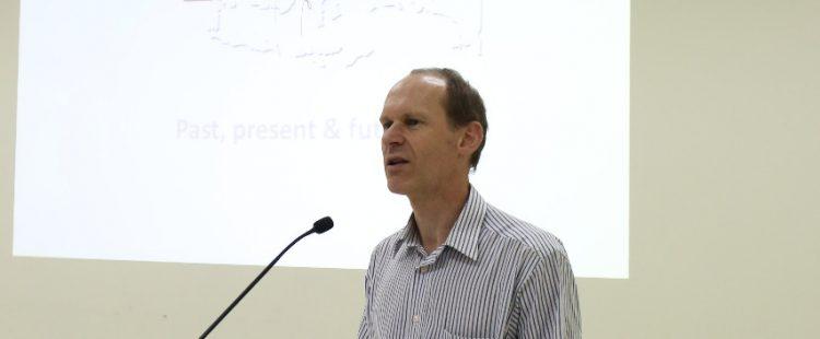 """Kuliah Umum Dengan Tema """"Punahnya Hukum Adat ? : Dekonstruksi Konsep Negara Hukum Modern"""""""